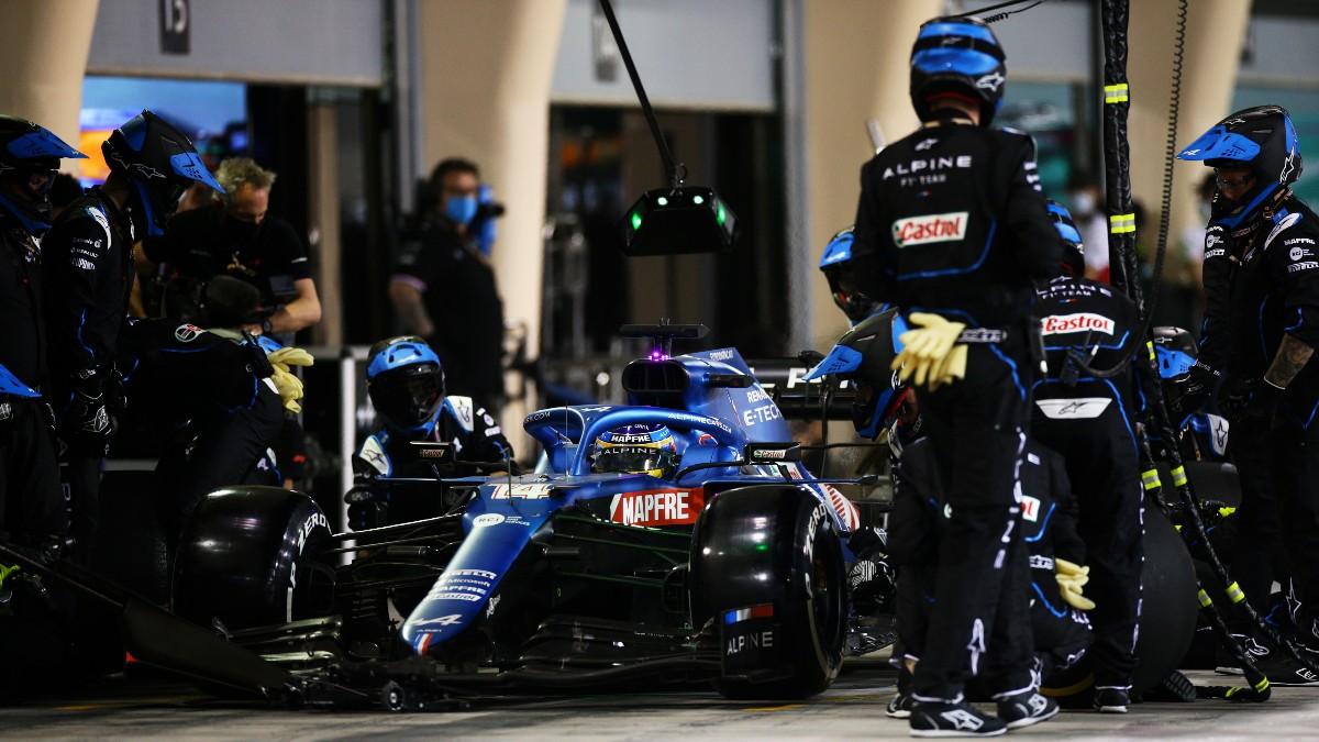 Fernando Alonso, en boxes. (Getty)