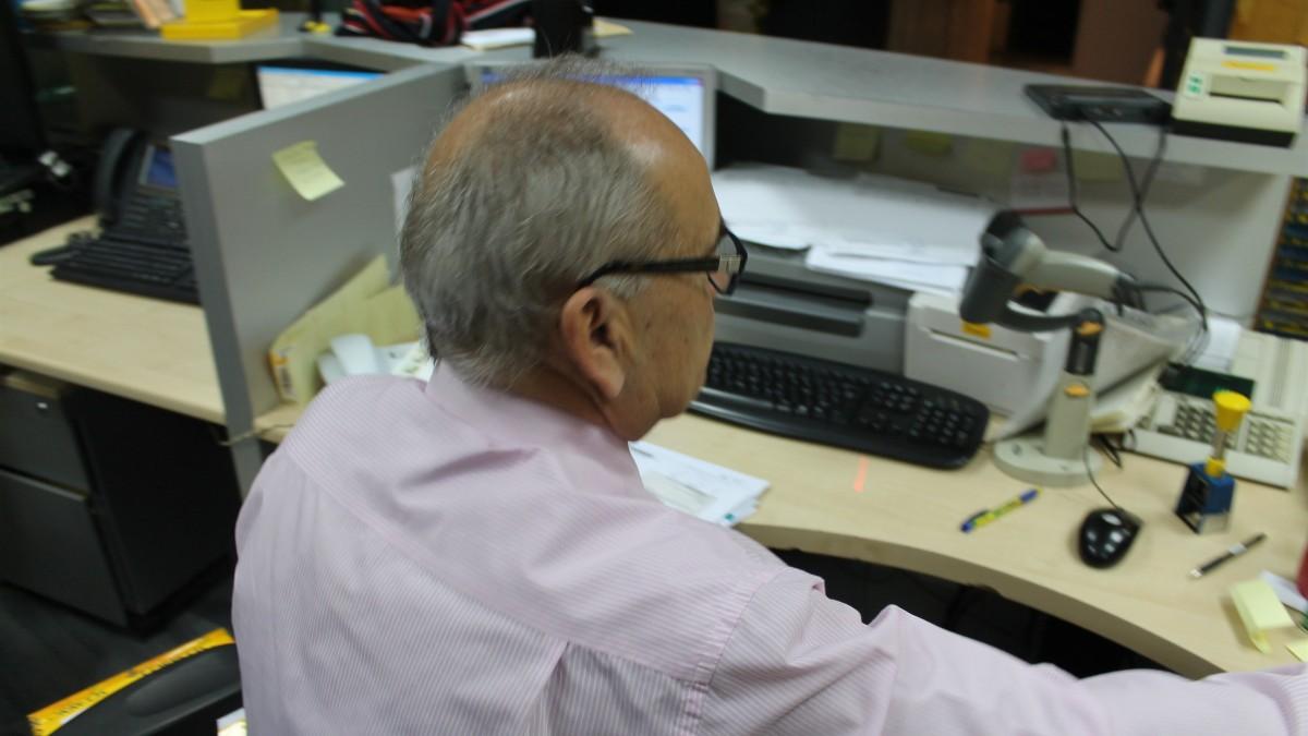 Trabajador en una oficina. Fuente: Europa Press