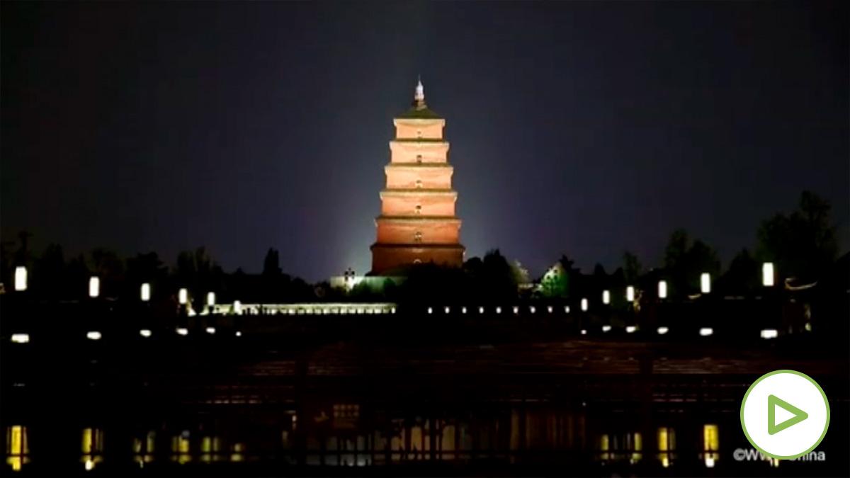 Los monumentos más emblemáticos del mundo se apagan para celebrar la Hora del Planeta.