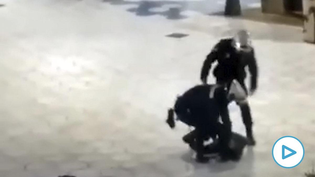 La grabación de la detención de una mujer en Benidorm ha supuesto la suspensión cautelar de los agentes.