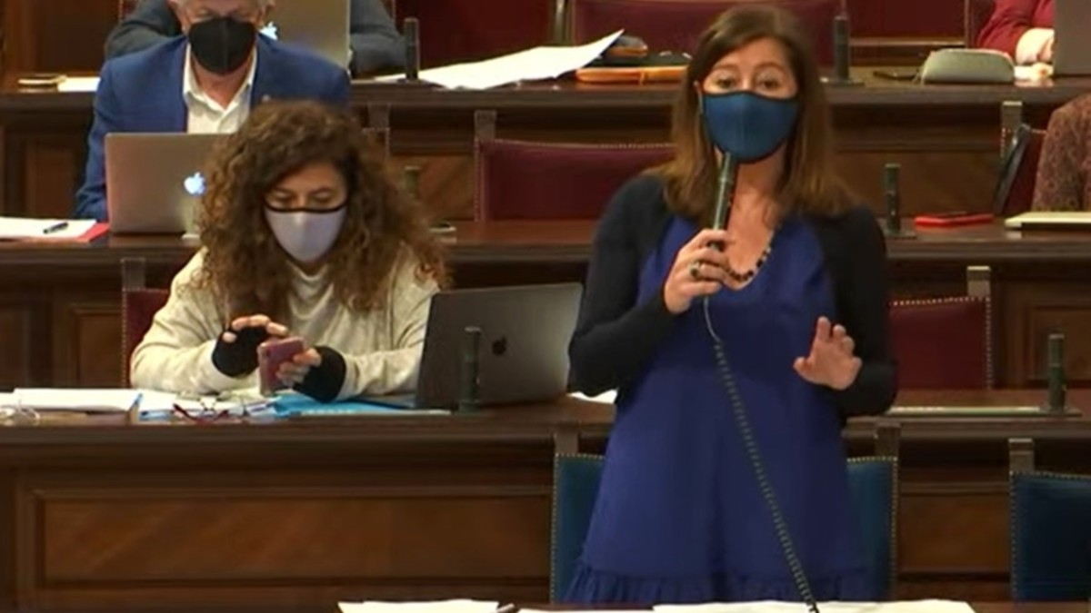 La presidenta del Govern balear, Francina Armengol, durante un pleno del Parlament. (Foto: Europa Press)