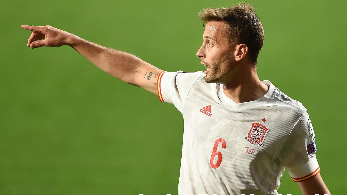 Sergio Canales en un partido con España. (AFP)