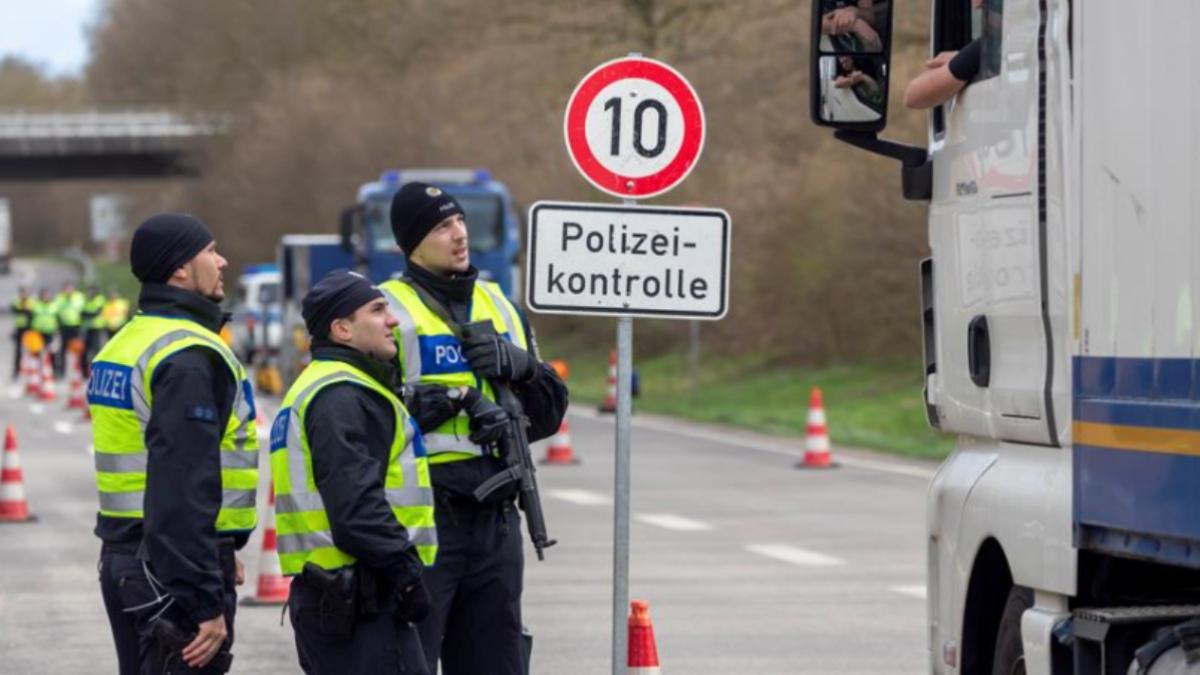 Controles policiales en la frontera de Alemania.