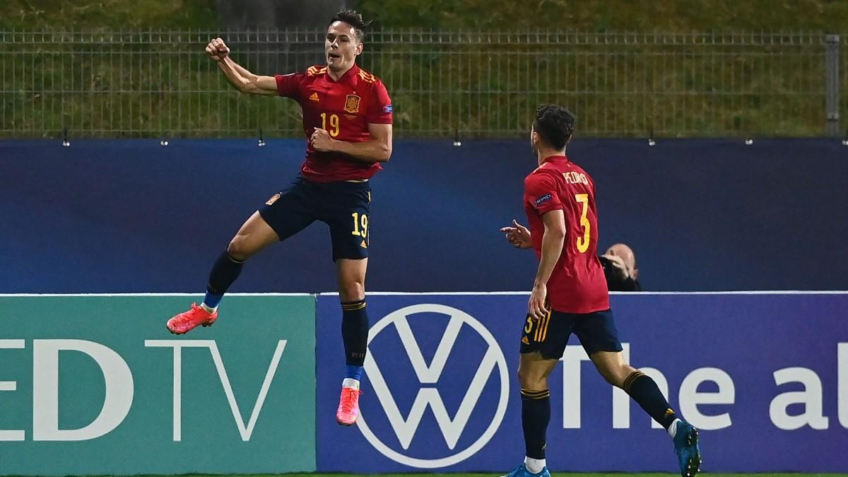 Dani Gómez celebra un gol con España Sub-21