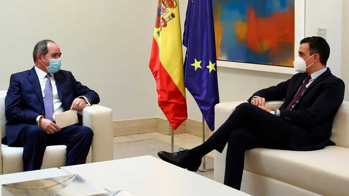 Sabri Boukadoum, ministro de Exteriores de Argelia, se reúne con Pedro Sánchez en La Moncloa. Foto: Fernando Calvo (EFE)