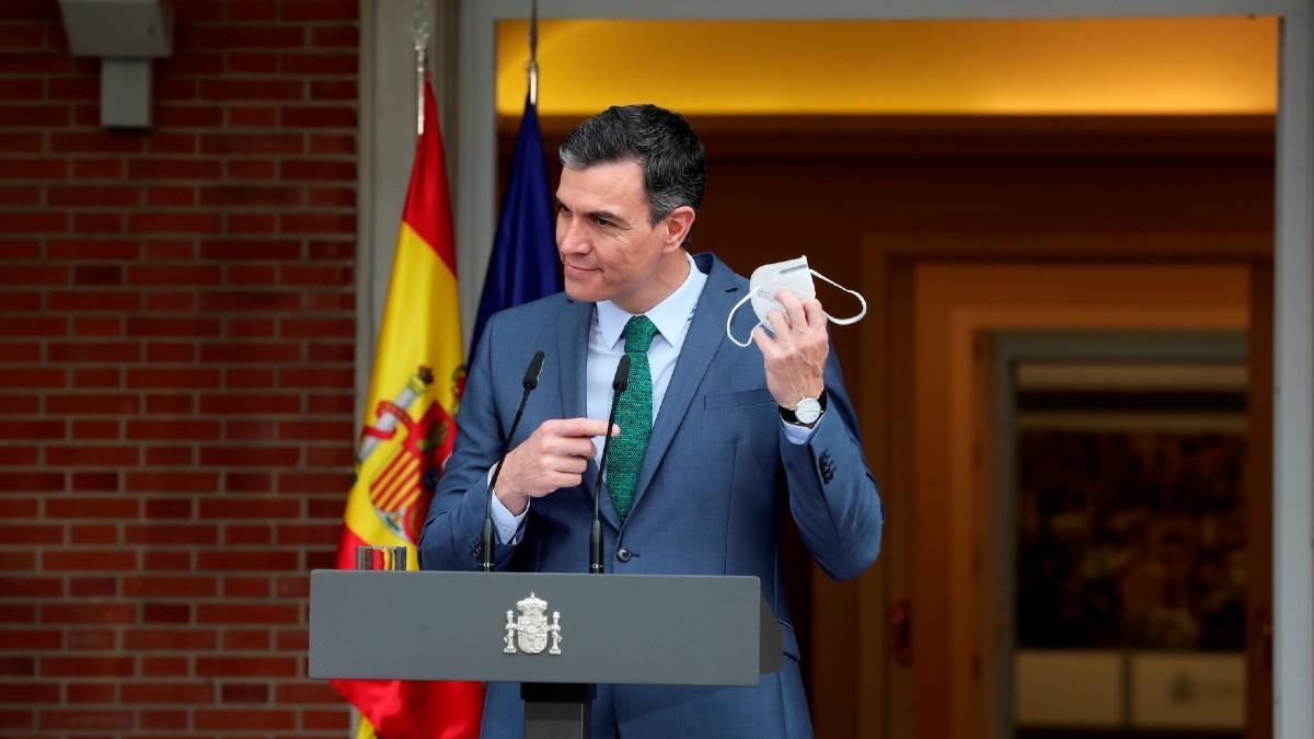 El presidente del Gobierno, Pedro Sánchez, en el exterior de La Moncloa. (Foto: EFE)