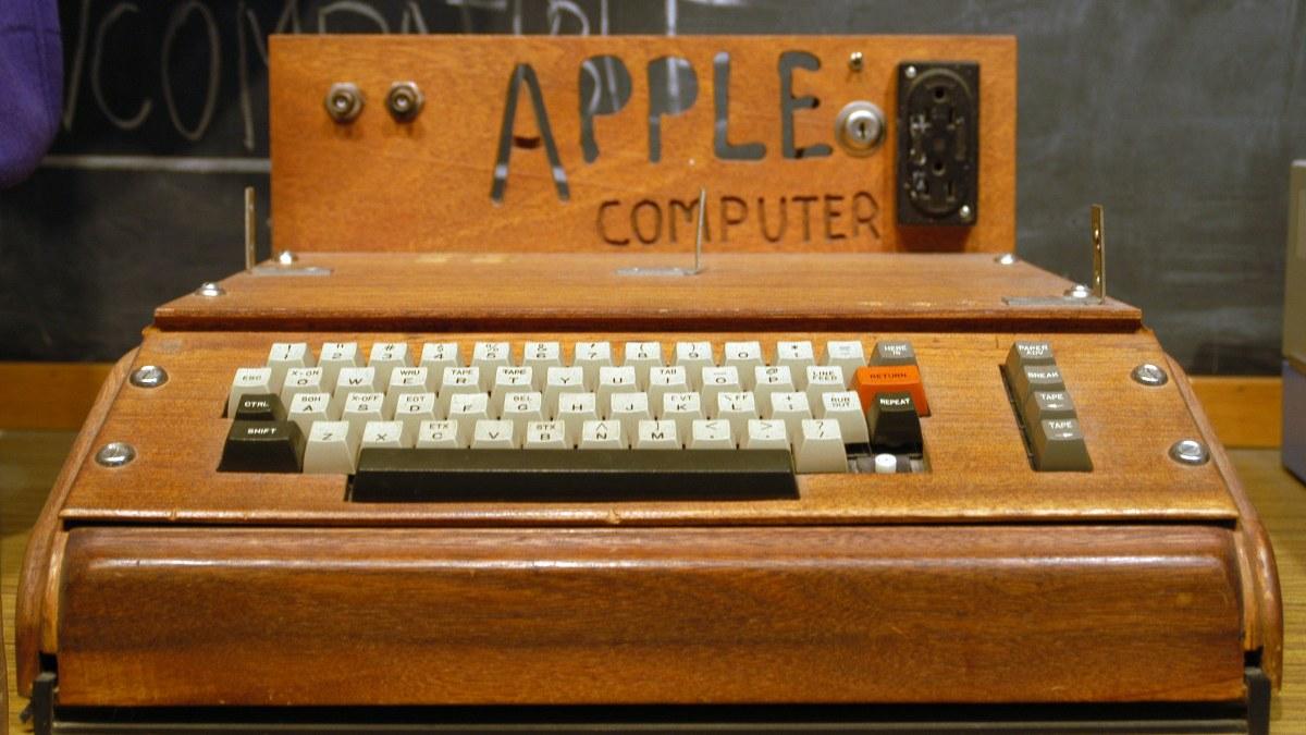 1976, fundación de Apple