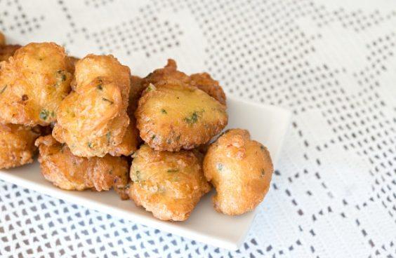 Buñuelos de bacalao al horno, receta ligera y deliciosa