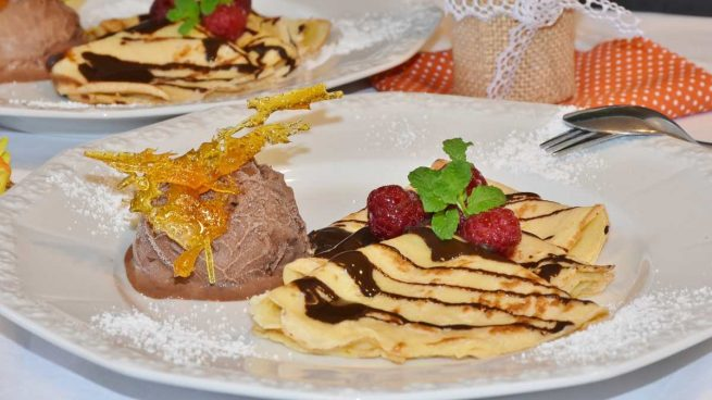 Pastel de crepes con chocolate y menta