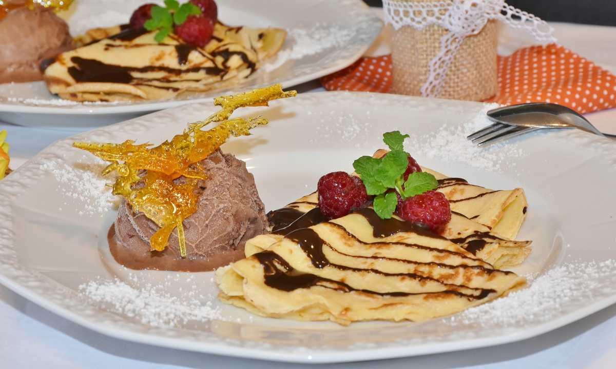 Pastel de crepes con chocolate y menta, receta aromática