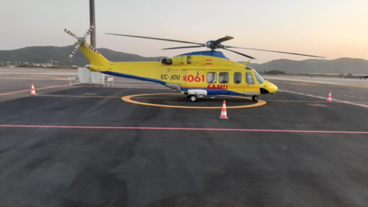 Uno de los helicópteros de emergencias del Servicio de Salud de las Islas Baleares (Ib-Salut).