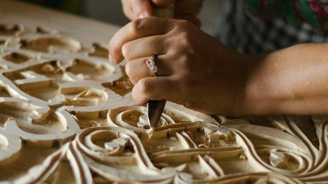 tallar madera con una navaja