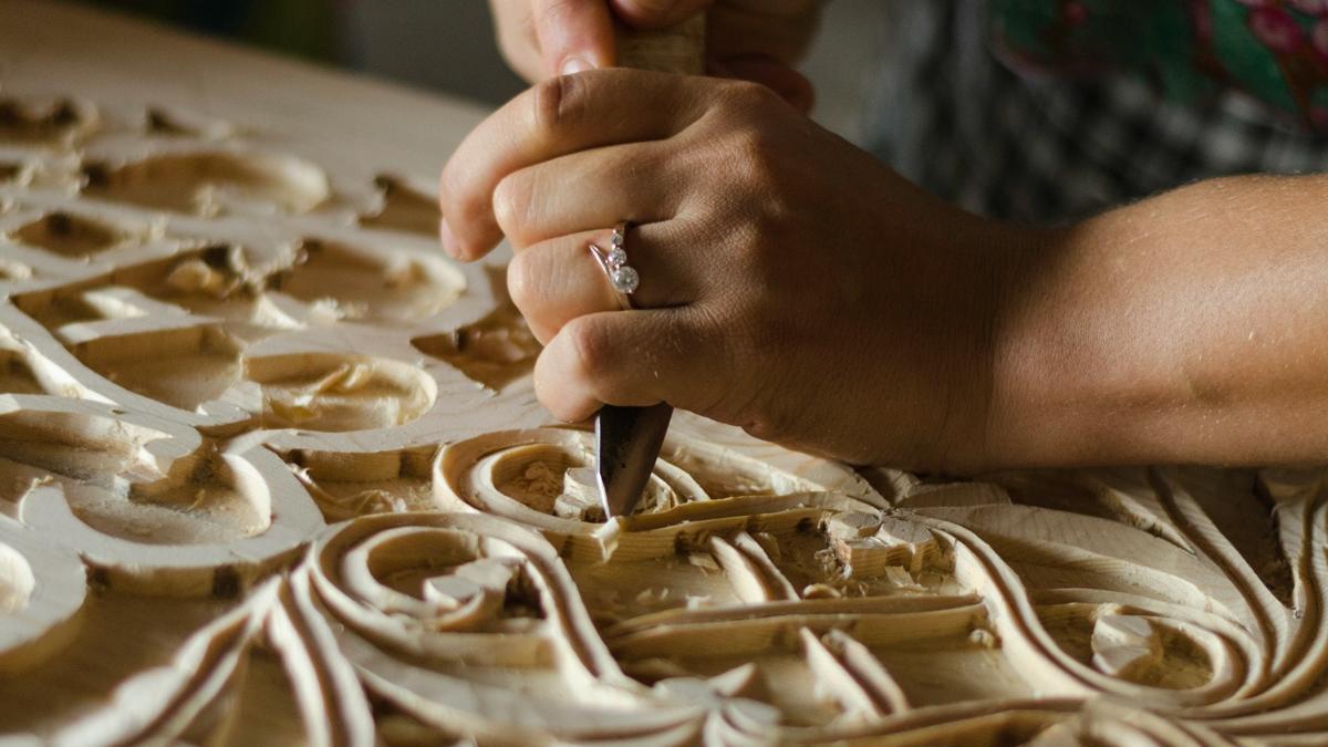 La madera es un material muy moldeable, perfecto para tallarlo