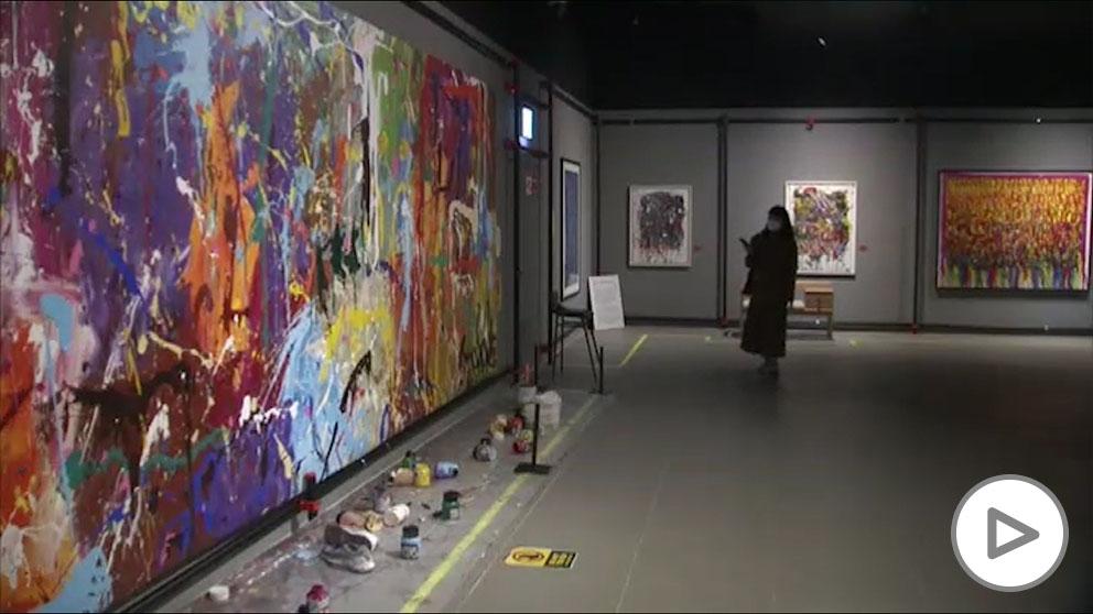 """Una pareja pinta sobre una obra abstracta valorada en 500.000 dólares, pensando que era """"arte participativo""""."""