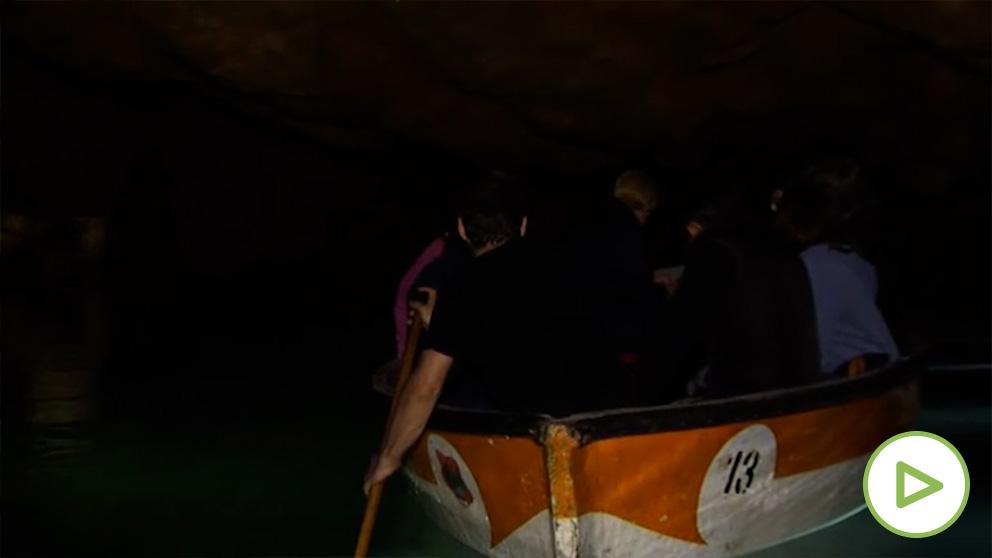 El río subterráneo navegable más largo de Europa busca nuevos guías