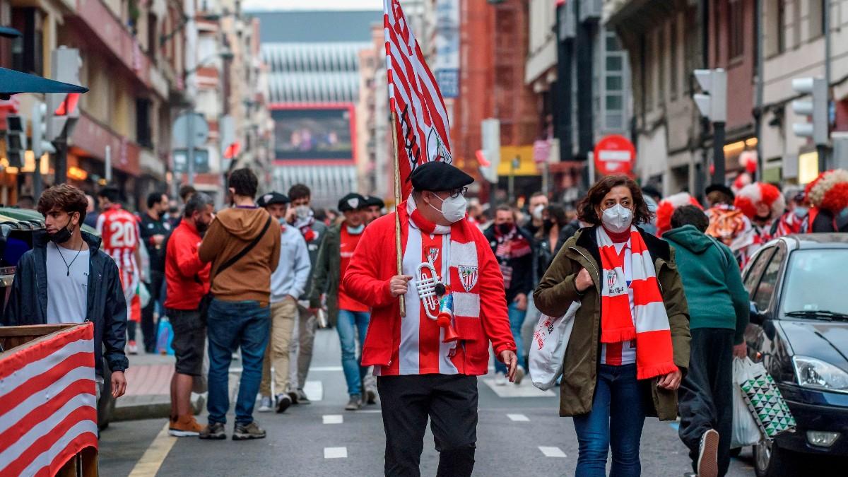 Aficionados del Athletic en Bilbao. (EFE)