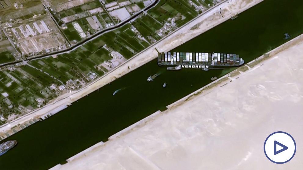 El 'Ever Given' taponando el Canal de Suez