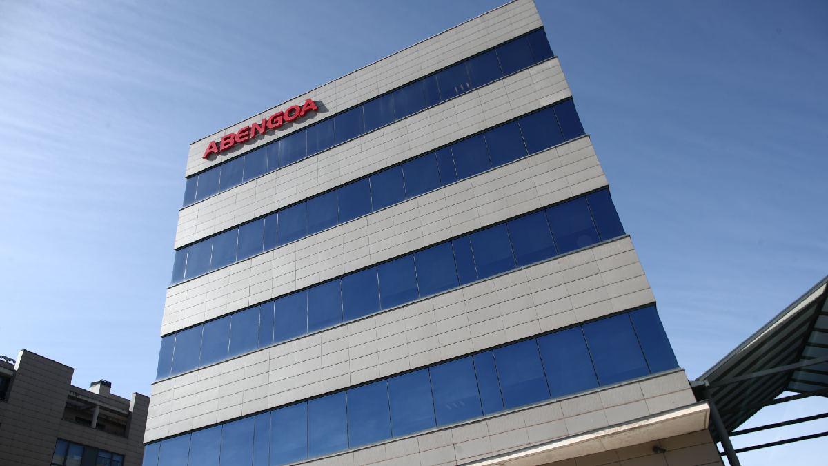 La Guardia Civil se lleva más de 50 ordenadores de la sede de Abengoa en Sevilla
