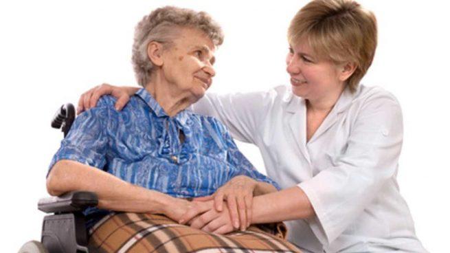 Cuidando persona mayor