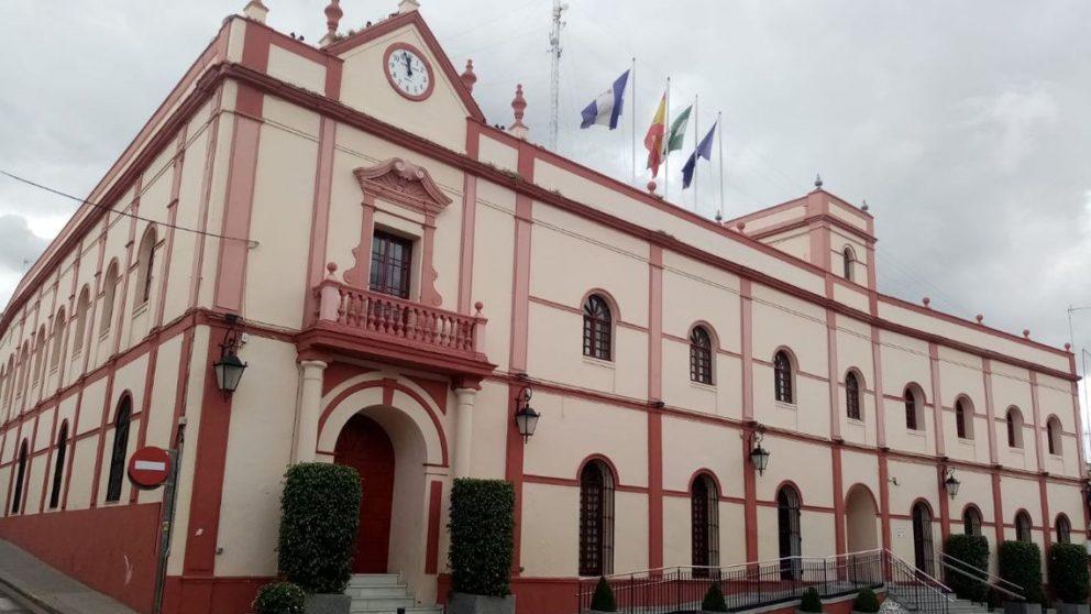 Fachada exterior del Ayuntamiento de Alcalá de Guadaíra (Sevilla).