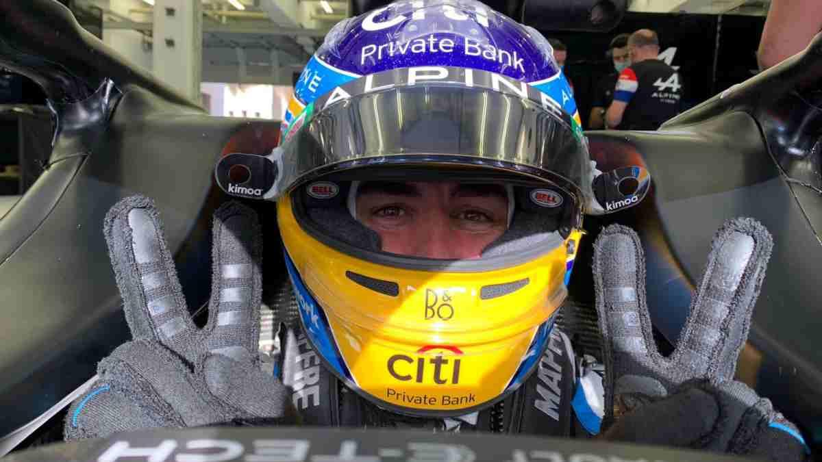 Fernando Alonso en su coche. (@alo_oficial)