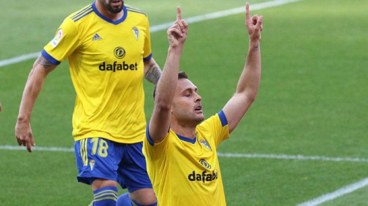 Juan Cala celebra su gol al Valencia. (Cádiz CF)