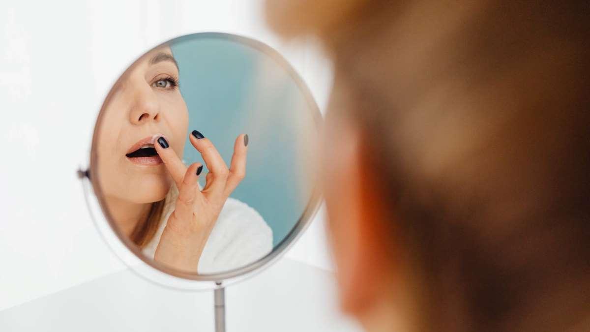 El maquillaje es un excelente recurso para disimular arrugas
