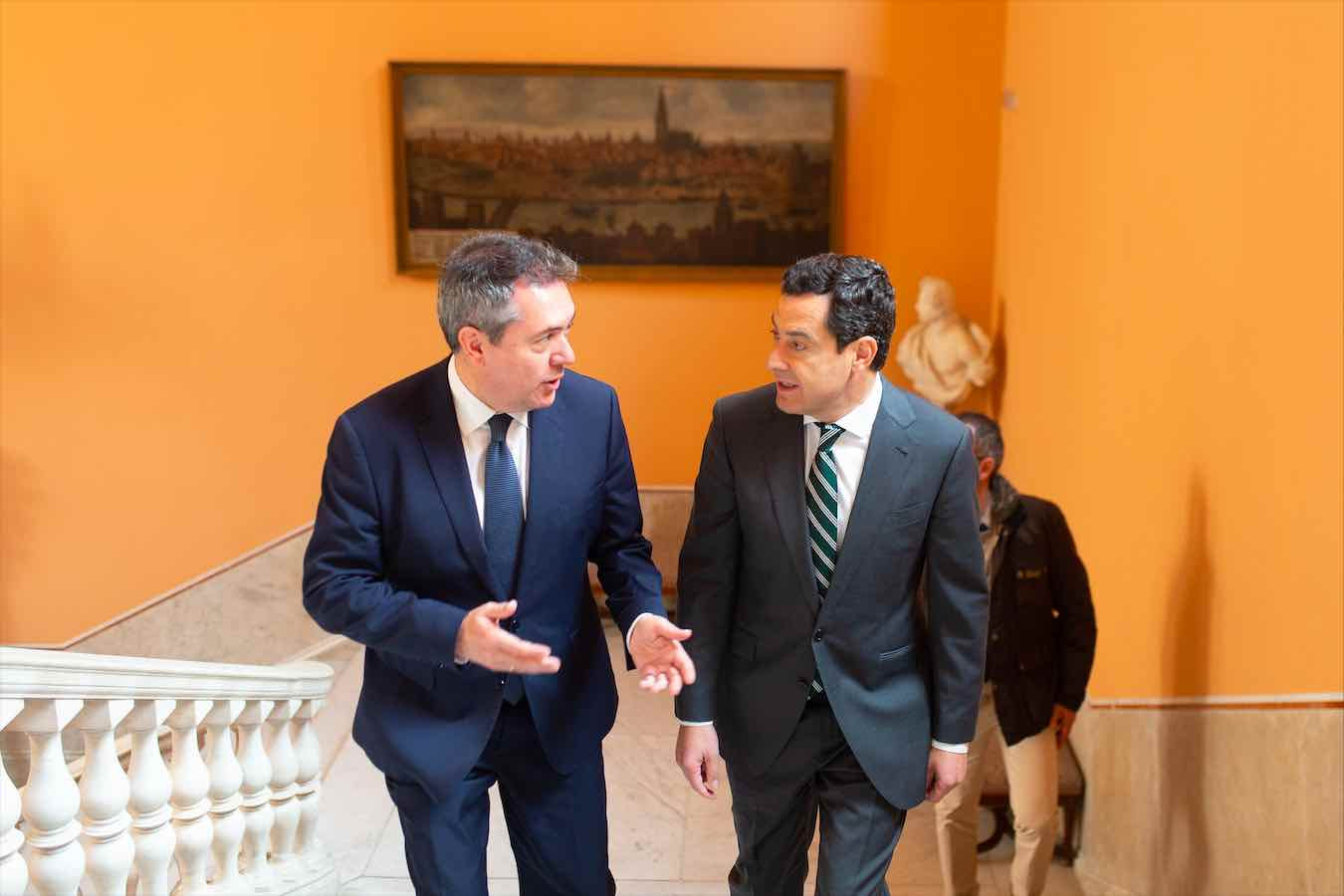 Juan Espadas (i) y Juanma Moreno.