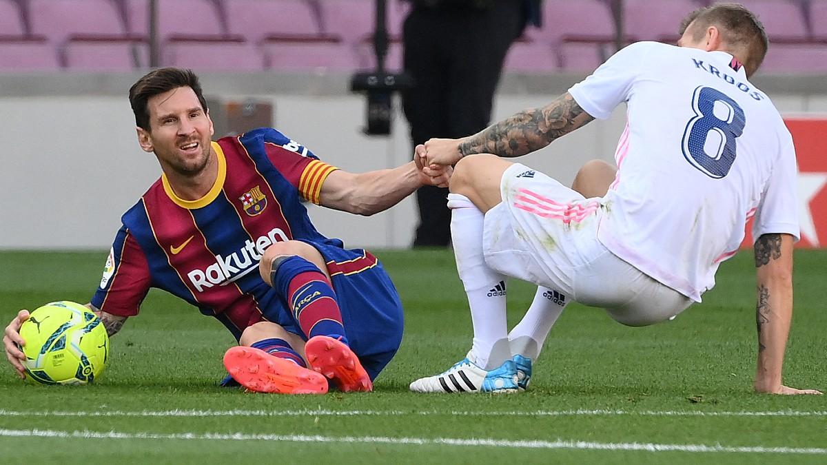 Messi y Kroos, en el último Clásico. (AFP)