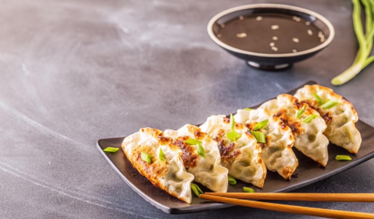 Gyozas veganas con salsa de cacahuete, receta saludable y fácil de preparar