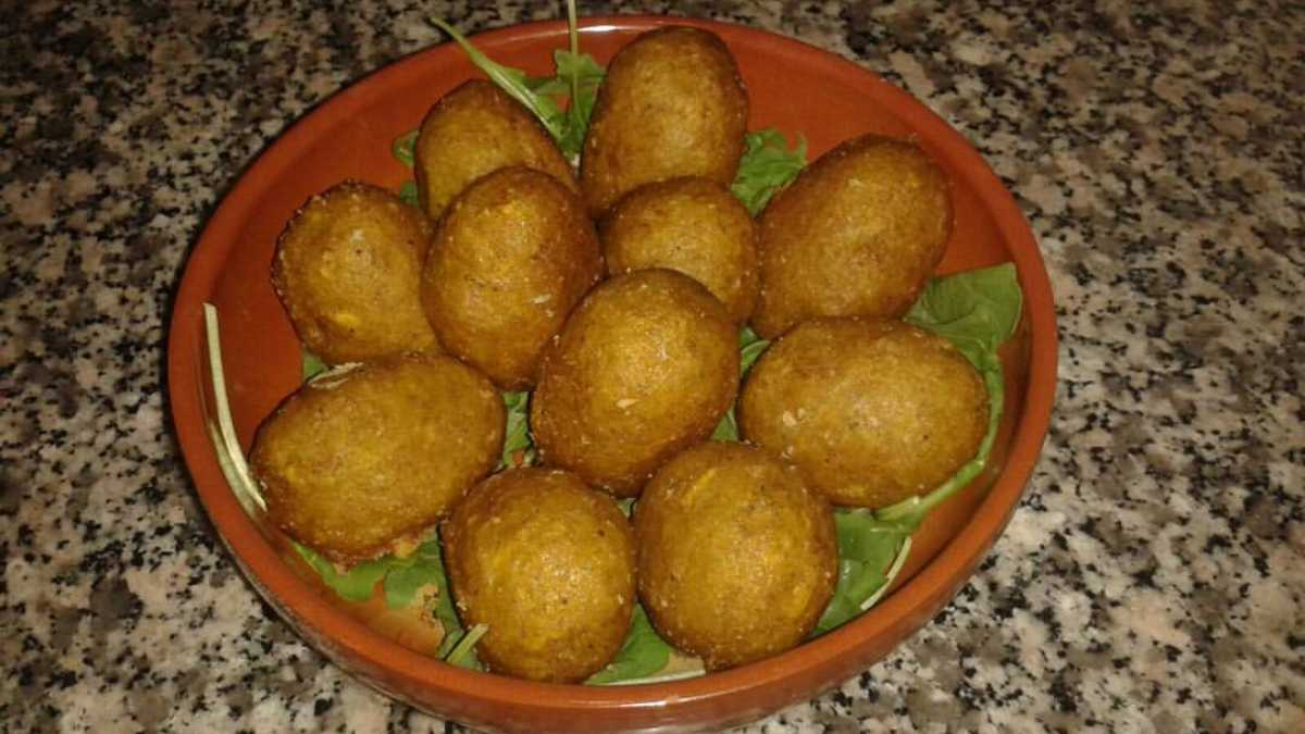 Albóndigas de bacalao con puré de calabacín y arroz basmati