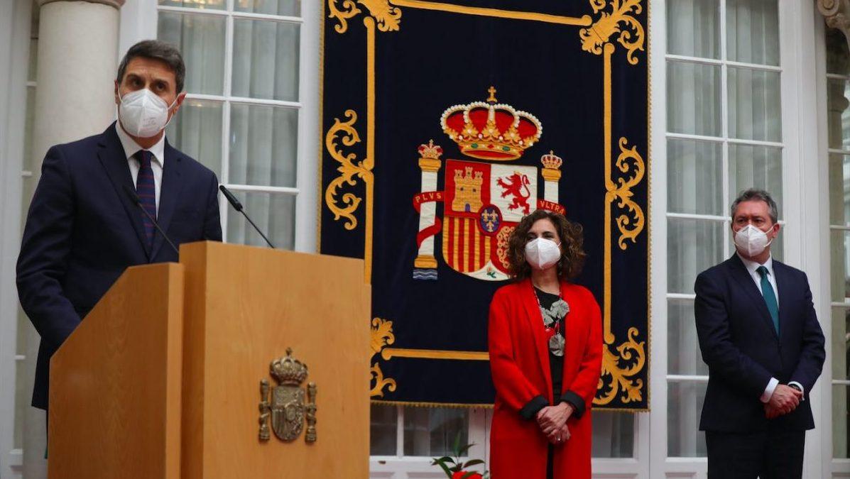 Pedro Fernández (i), la ministra de Hacienda María Jesús Montero y el alcalde de Sevilla Juan Espadas.