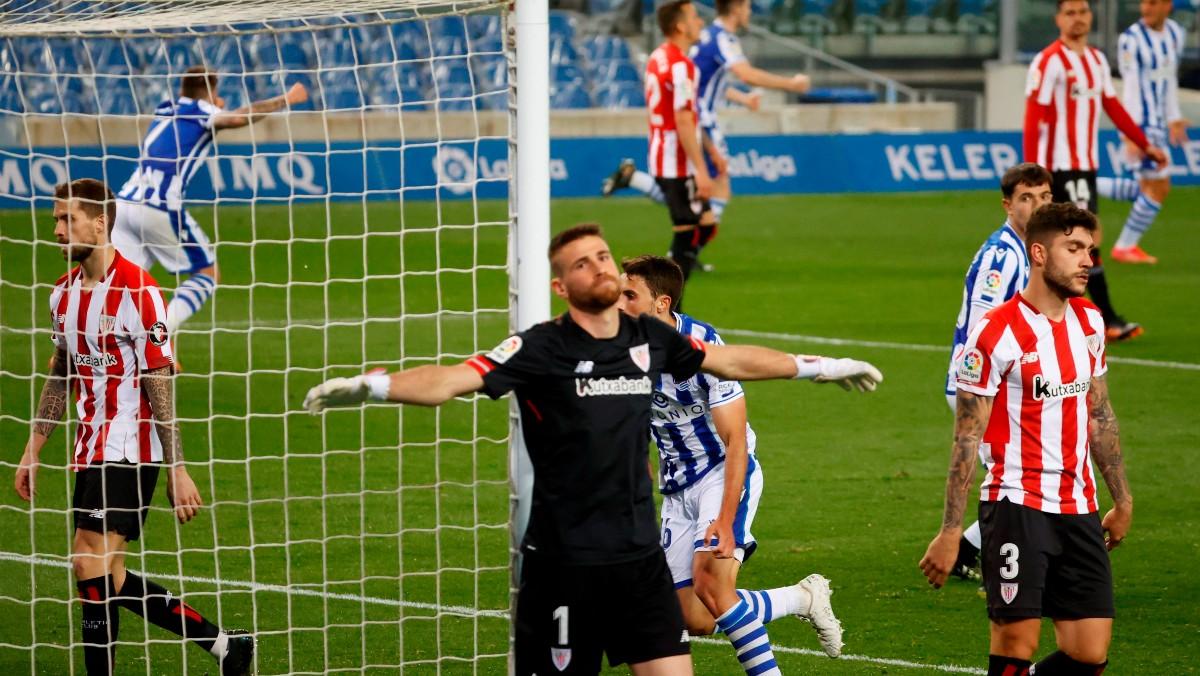Unai Simón se lamenta tras el gol. (EFE)