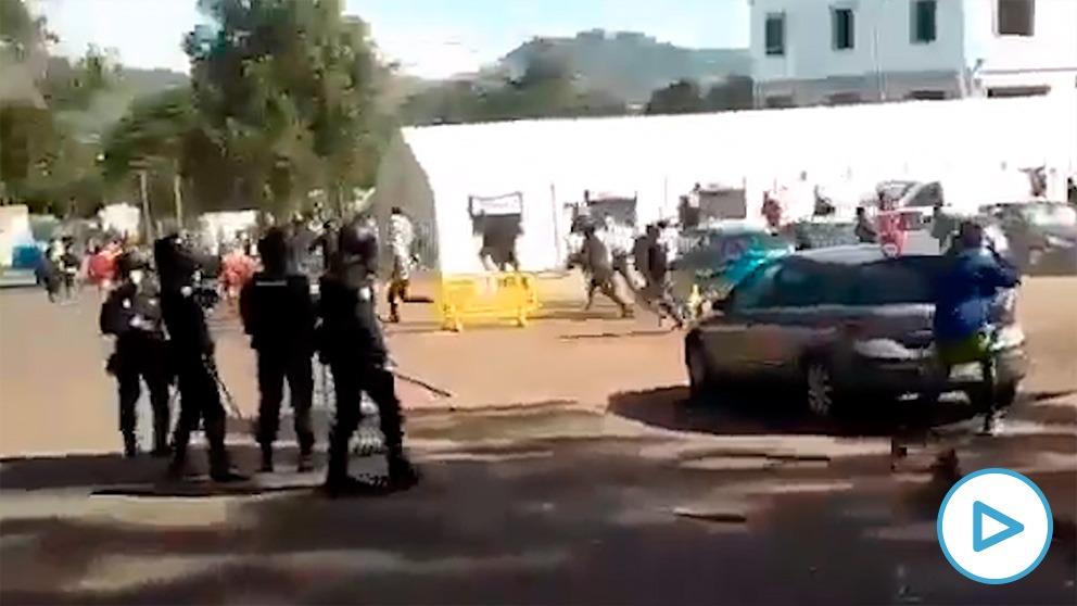 En el último gran altercado en el campamento de Las Raíces ha habido heridos graves, leves y varios detenidos.