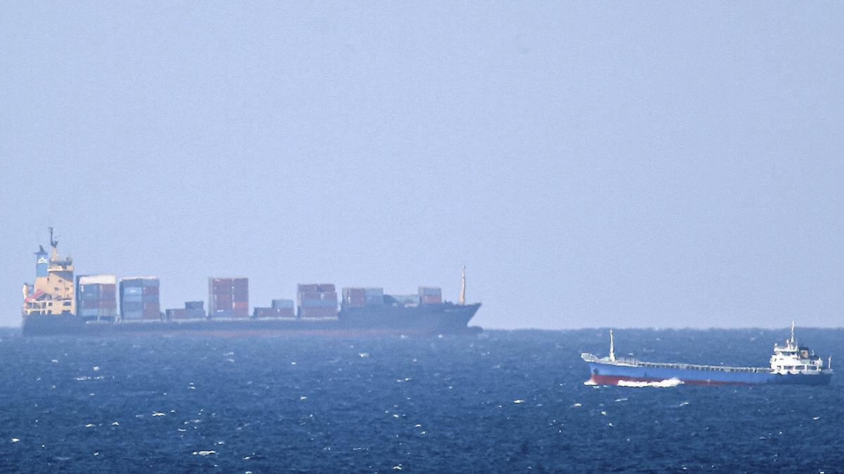 El carguero Saviz en el estrecho de Ormuz, donde sufrió un ataque por parte de Israel.