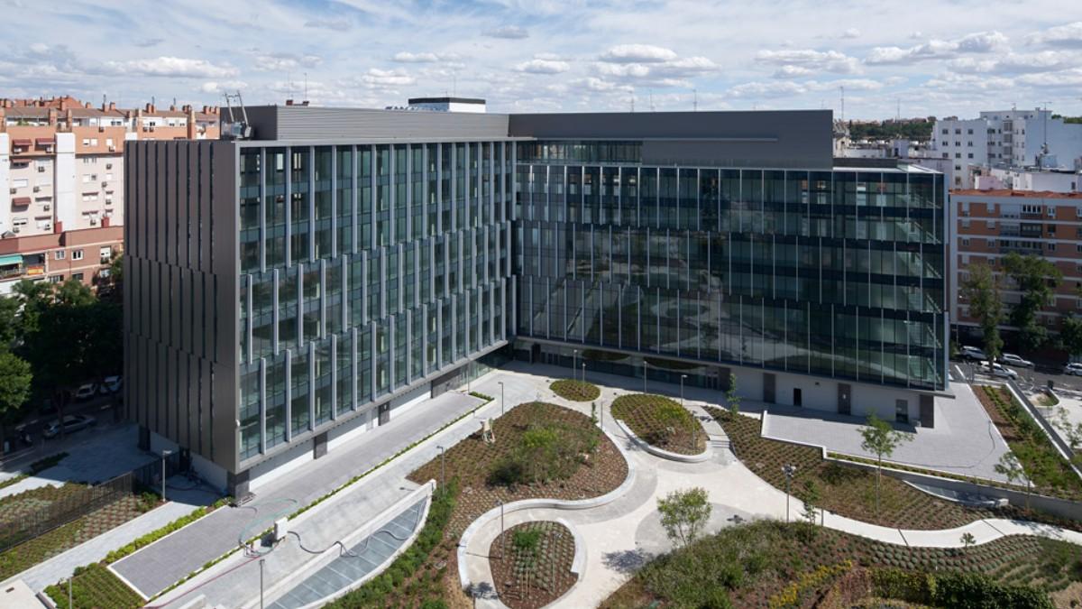 Uno de los edificios de la promoción Río 55 en Madrid, propiedad de AEW