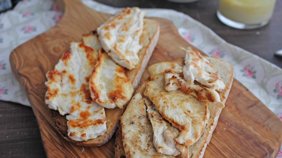 Tostas de pollo con salsa barbacoa, receta rápida