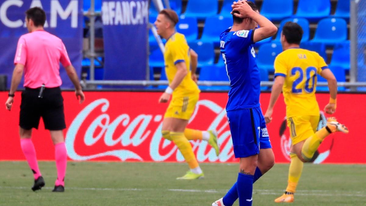 Los jugadores del Cádiz celebran el gol ante el Getafe. (EFE)