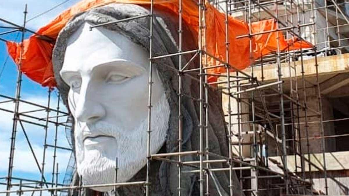 La cabeza del Cristo que están construyendo en una ciudad de Brasil, más grande que el Cristo Redentor de Río de Janeiro. Foto: EP