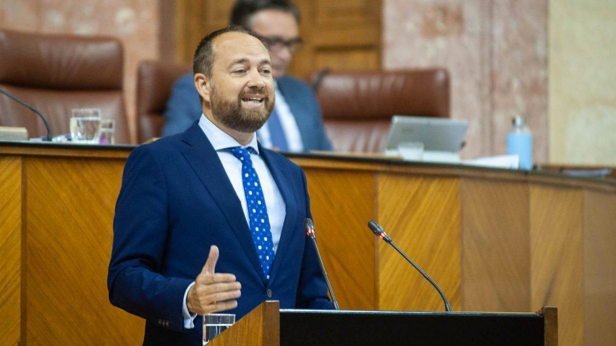 Ramón Herrera, portavoz del Grupo Parlamentario Popular en la comisión de Economía, Empresas, Conocimiento y Universidades.