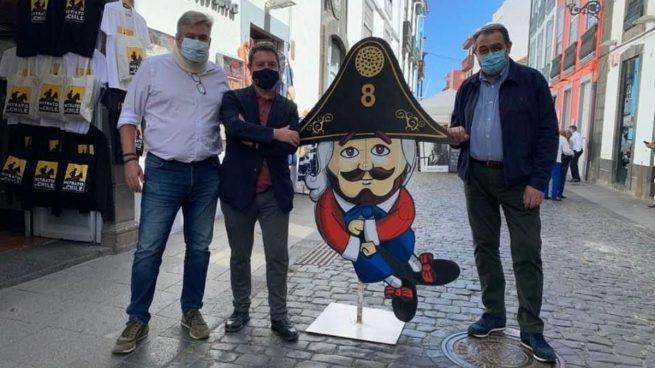Page disfruta un fin de semana de turismo en Canarias mientras mantiene cerrada Castilla-La Mancha