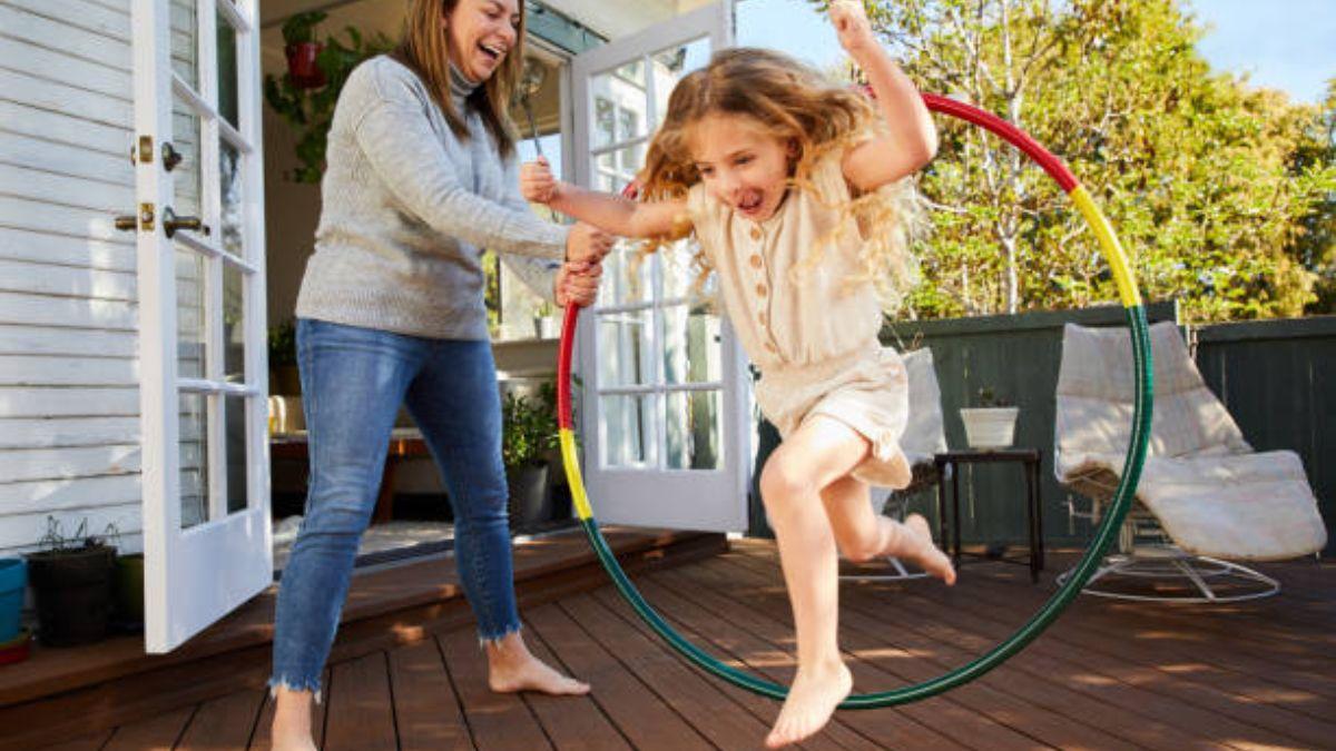 Cómo ejercitar a los niños de forma divertida en casa