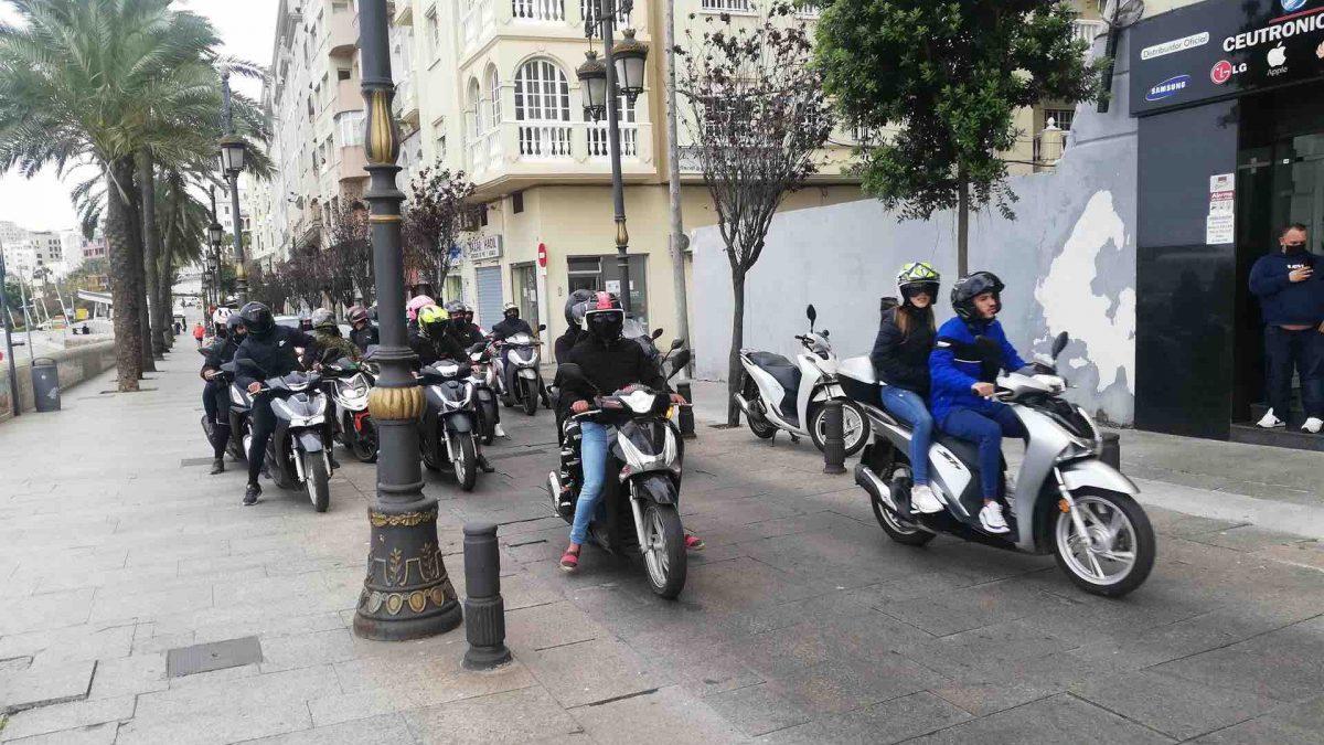 Caravana de musulmanes en Ceuta.