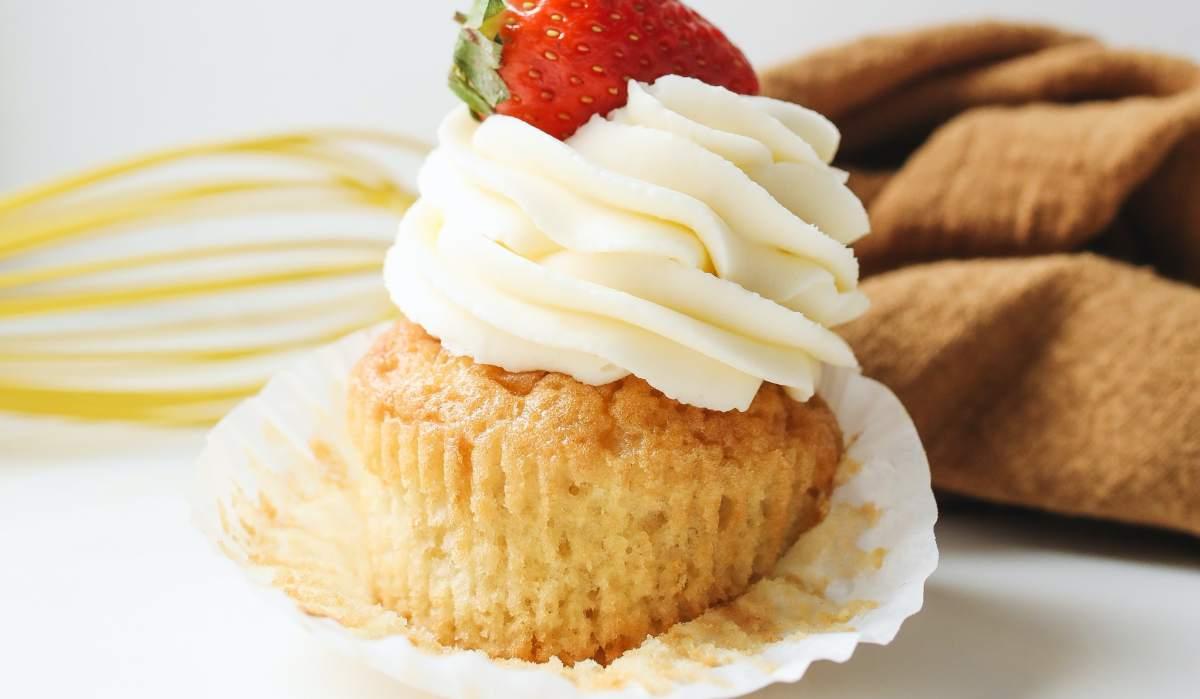 Cupcakes veganos de ruibarbo