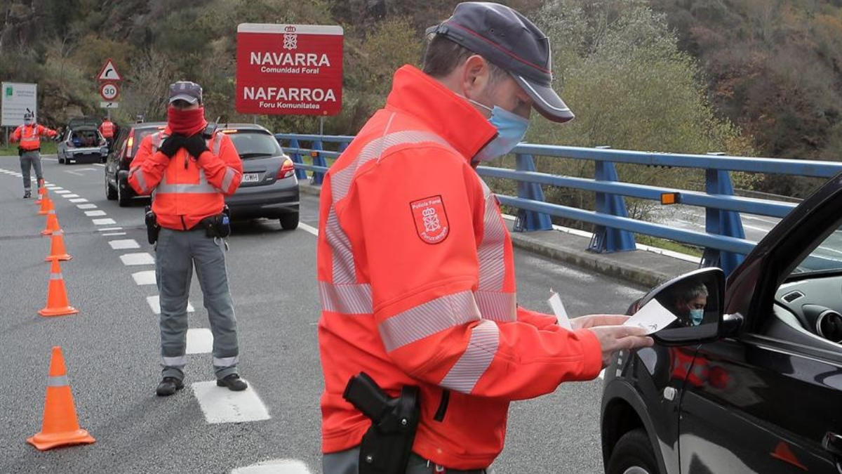 La Policía Foral de Navarra en un control por el cierre perimetral.