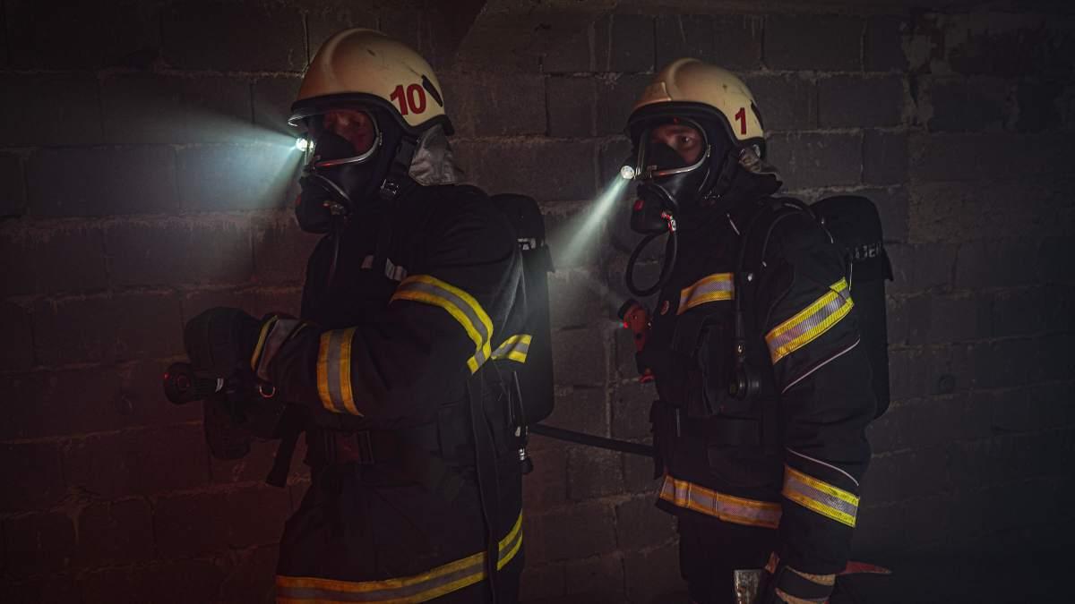 Ayudar a los bomberos