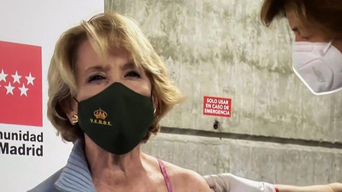 Esperanza Aguirre se vacuna en Madrid
