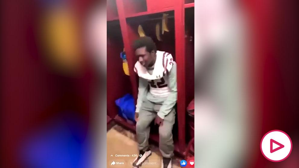 Racismo en EEEUU- obligan a un joven a sentarse entre cáscaras de plátano