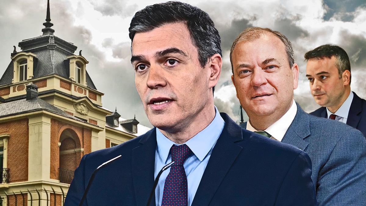 El presidente Pedro Sánchez, el 'popular'José Antonio Monago e Iván Redondo.