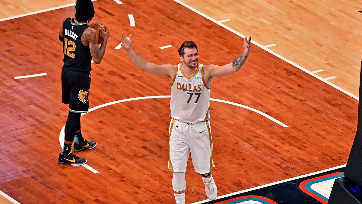 Luka Doncic celebra una canasta ante Memphis Grizzlies. (Getty)